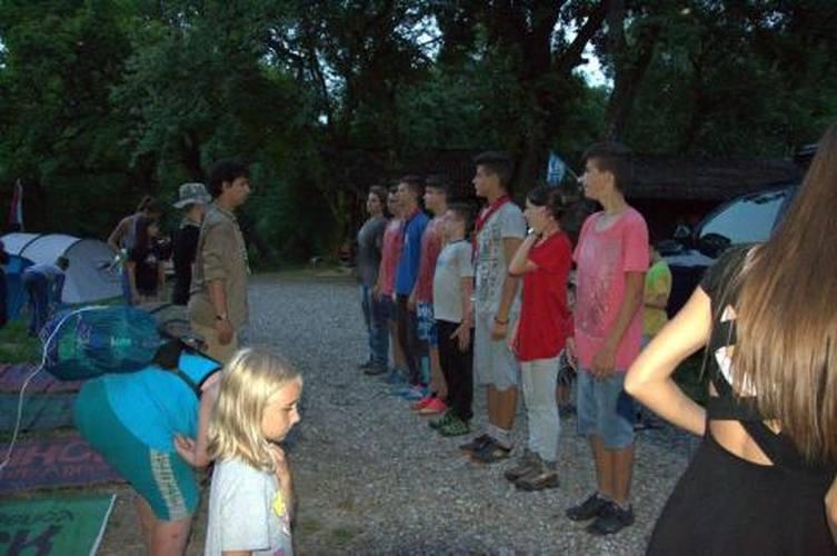 Sorakozó a táborban
