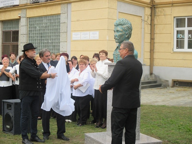nagykapos-petofi-szobor-2016-1